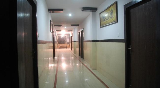 Amanda Hotel - Lucknow - Hall
