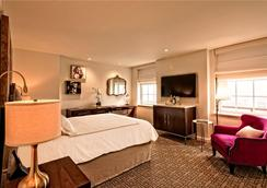 The Cavalier Oceanfront - Virginia Beach - Bedroom