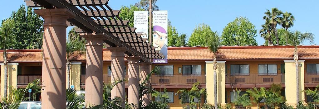 Stanford Inn & Suites Anaheim - Anaheim - Building