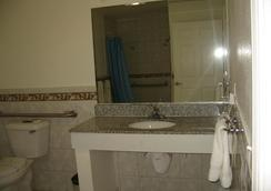 Tower Motel Long Beach - Long Beach - Bathroom