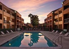 Courtyard by Marriott Orlando Airport - Orlando - Pool