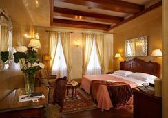 Hotel Bisanzio - Venice - Bedroom