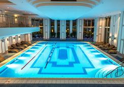 JW Marriott Bucharest Grand Hotel - Bucharest - Pool