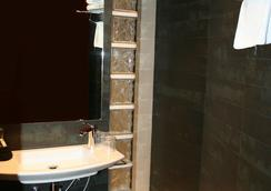 Hotel Millenni - Barcelona - Bathroom