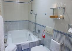 Hotel Giulio Cesare - Turin - Bathroom