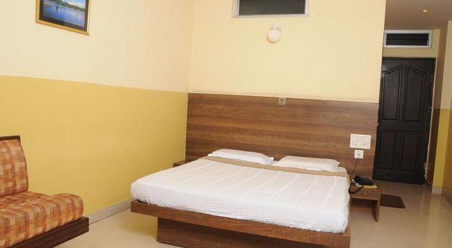 Suvarna Residency - Mysore - Bedroom