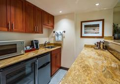 The Equus, an Ascend Hotel Collection Member - Honolulu - Kitchen