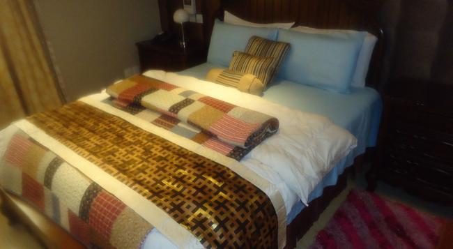 EMMANUEL ISHOLA - Lagos - Bedroom