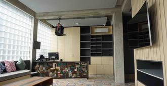 M Boutique Hostel - Kuta - Building