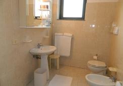 Ascot Lodging - Cardano al Campo - Bathroom