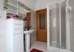 Miriam Guesthouse - Rome - Bathroom