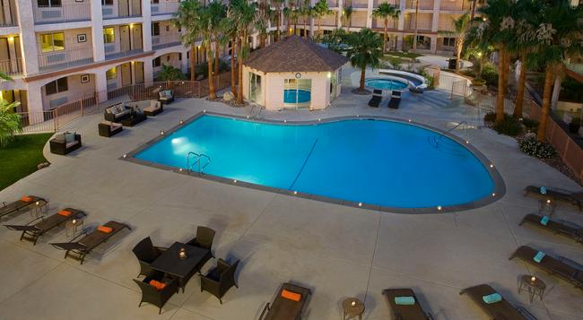 Aqua Soleil Hotel & Mineral Water Spa - Desert Hot Springs - Building