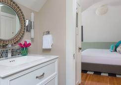 The Sydney - Edgartown - Bathroom