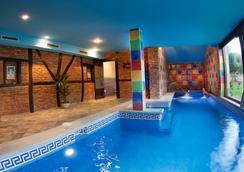 Complejo Hotelero San Marcos - Santillana del Mar - Pool