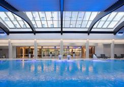Ramada Plaza Bucharest Convention Center - Bucharest - Pool