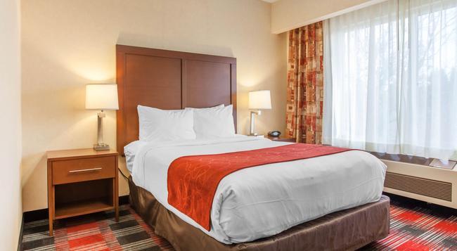Comfort Suites - Vancouver - Bedroom