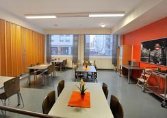Forenom Hostel Oulu Rautatie - Oulu - Dining room