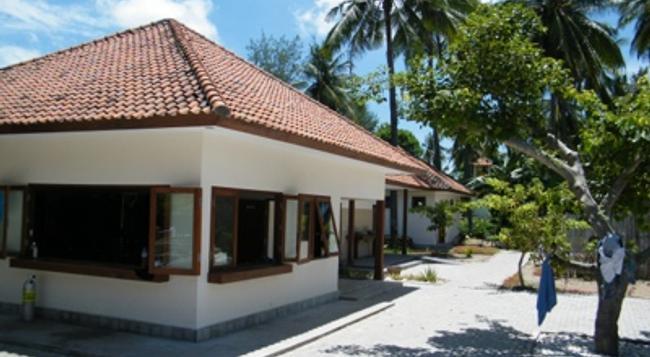 Oceans 5 Dive Resort - Gili Air - Building