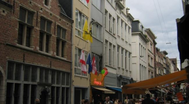 Wake-Up Sandwich Hotel - Antwerp - Building