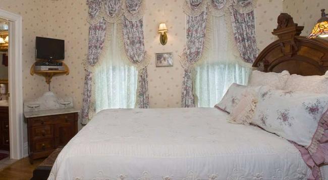 Port City Victorian Inn - Muskegon - Bedroom