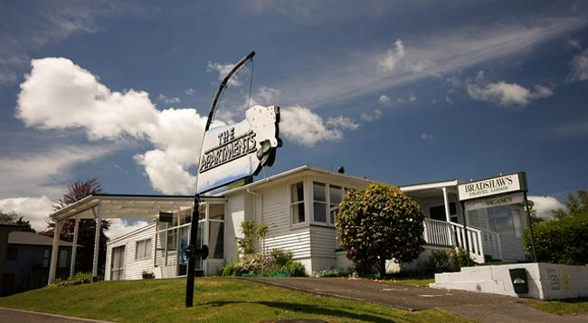 Bradshaws Travel Lodge - Taupo - Building