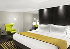 Uny Hotel - Yogyakarta - Bedroom