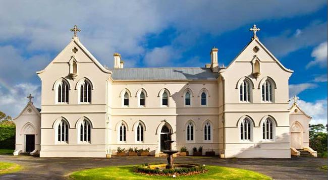 Saint Patrick's Luxury Boutique Hotel - Koroit - Building
