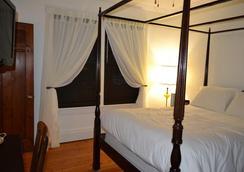 Paris House Circa 1899 - Niagara-on-the-Lake - Bedroom