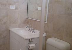 Silver Haven Motor Inn - Broken Hill - Bathroom
