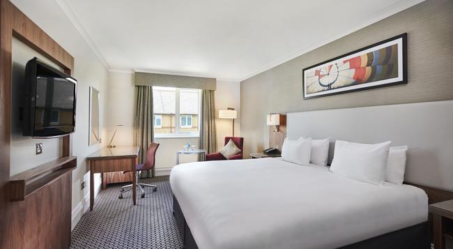 DoubleTree by Hilton Bristol North Hotel - Bristol - Bedroom
