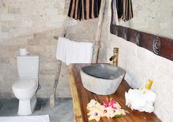 Mantaray Island Resort - Nanuya Balavu Island - Bathroom