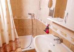 Greek House Hotel - Krasnodar - Bathroom