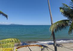 Badladz Beach Resort - Puerto Galera - Beach
