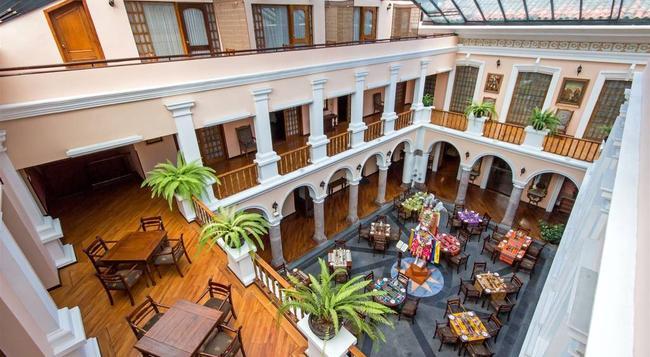 Hotel Patio Andaluz - Quito - Building
