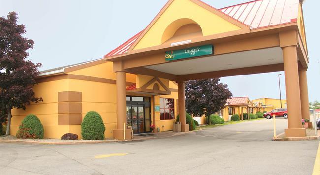 Quality Inn Airport - Buffalo - Building