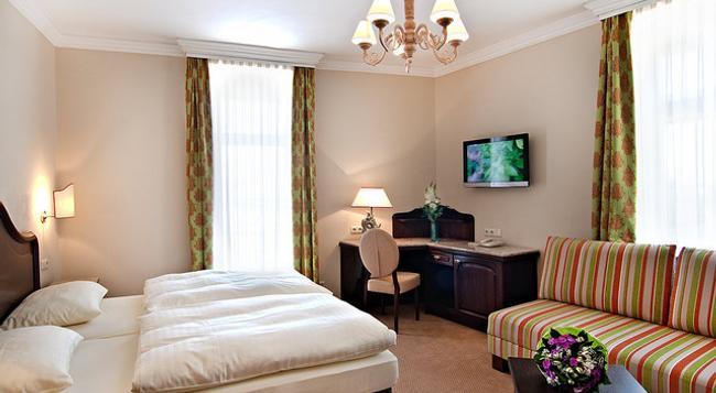 Atel Hotel Lasserhof - Salzburg - Bedroom