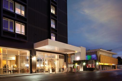 Custom Hotel - Los Angeles - Building