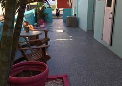 Marlin Beachside Hotel - Hollywood - Patio