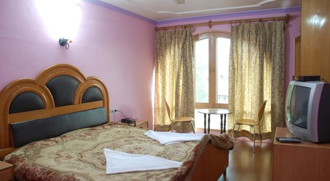 Hotel Shaneel Residency - Srinagar - Bedroom