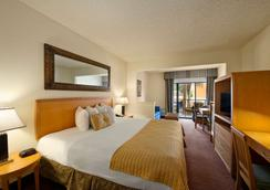 Ramada Kissimmee Downtown Hotel - Kissimmee - Bedroom