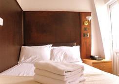 Plaza London Hotel - London - Bedroom