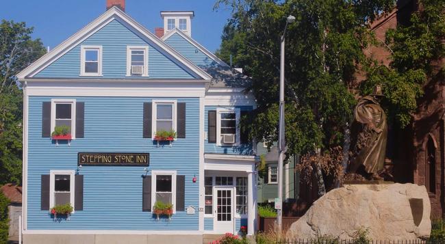 Stepping Stone Inn - Salem - Building