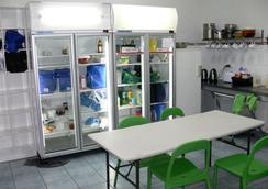 Adelaide Backpackers Inn - Adelaide - Kitchen