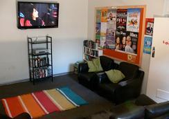 Adelaide Backpackers Inn - Adelaide - Living room