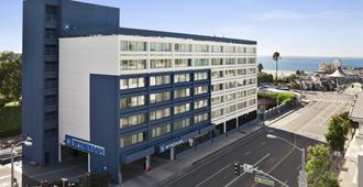 Wyndham Santa Monica At The Pier - Santa Monica - Building