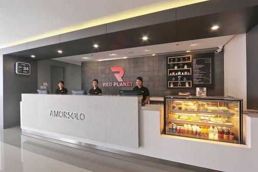 Red Planet Amorsolo - Manila - Front desk