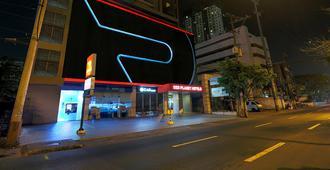 Red Planet Manila Ortigas - Manila - Building