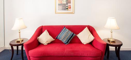 Seasons Of Perth - Perth - Living room