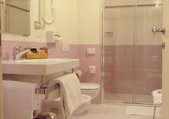 Hotel Lis - Asti - Bathroom