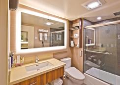 Hotel Strata - Mountain View - Bathroom